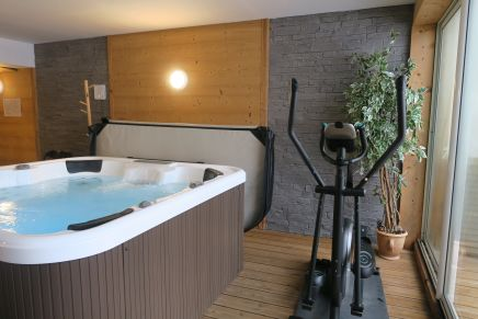 Fitness suite with hot tub in Chalet de l'Alpe