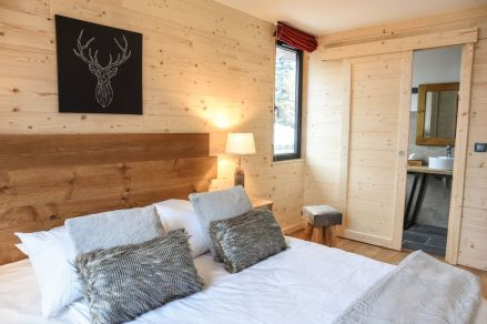 Comfy double bed in Chalet Le Hibou