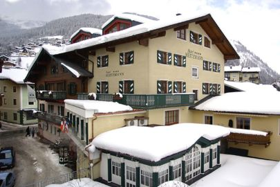 Exterior view of Hotel Heitzmann in the snow