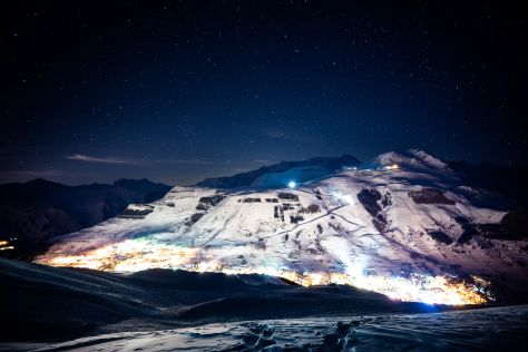 A view of Les Deux Alpes at night