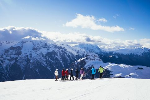 A group of skiers in Les Deux Alpes