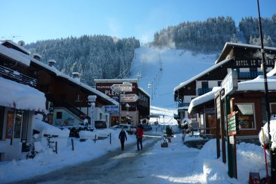 The Pleney bubble lift is the main gateway between Morzine and Les Gets