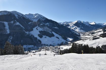 A view of the wide open pistes above Saalbach