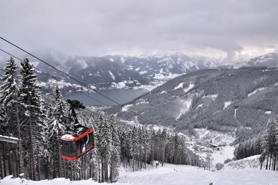The sonnenalmbahn gondola lift in Zell Am See close to the top station