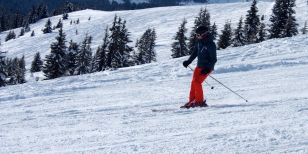 Single skier executing a parallel turn on skis