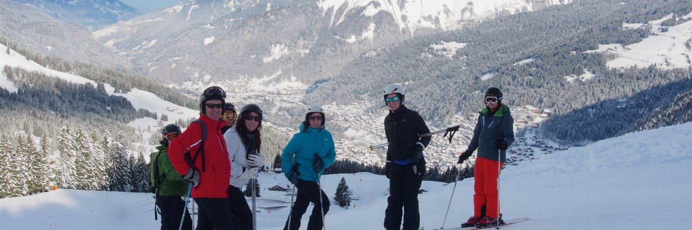 Guests on a short ski break and singles ski weekend in les gets
